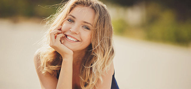 Transform your smile with our teeth whitening and veneer options